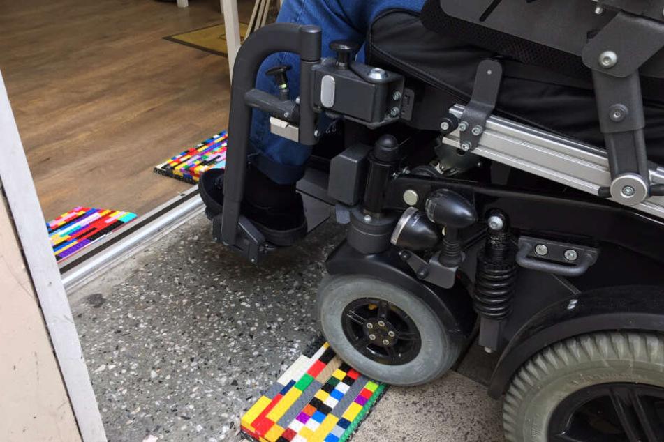 Für Rollstuhlfahrer sollen in Plauen Rampen aus Lego gebaut werden.