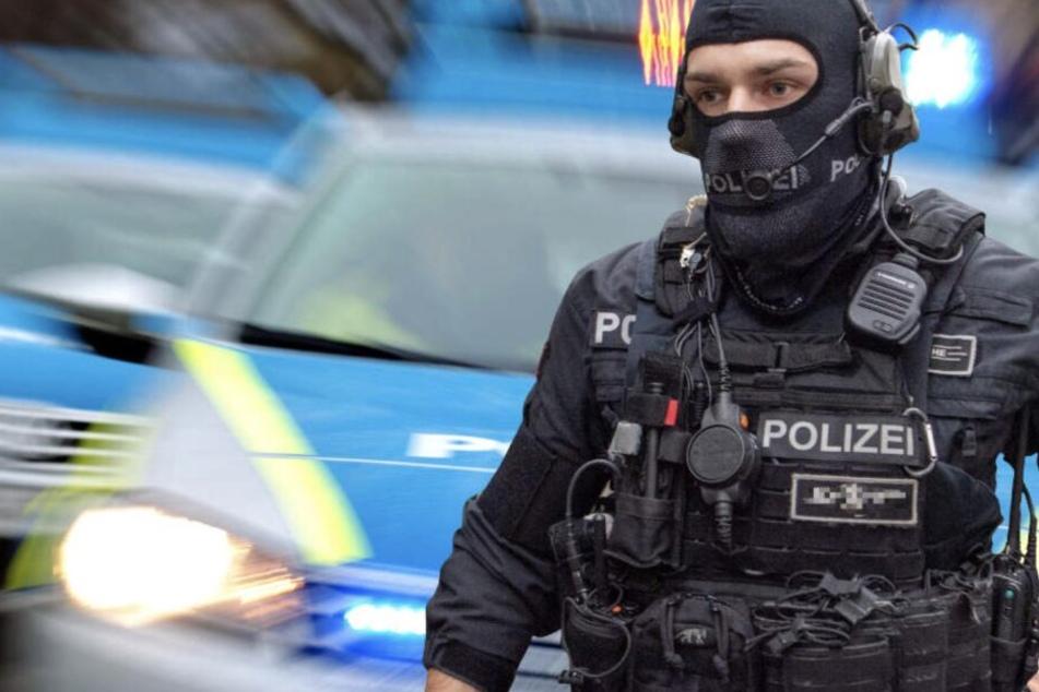 Leipzig: 62-Jähriger bedroht Ehefrau: Großeinsatz von Polizei und LKA