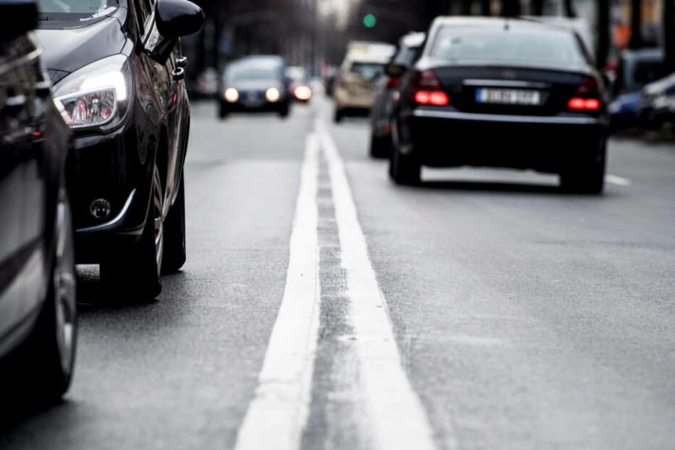 """Düsseldorf führt """"Umwelt-Spuren"""" für Elektro-Fahrzeuge ein"""