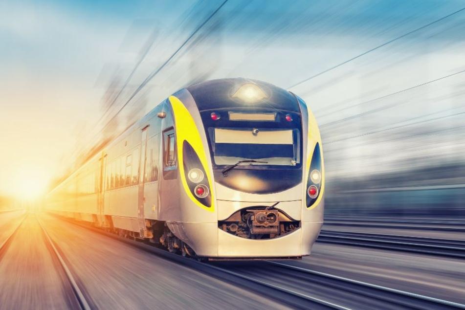 Zugunglück: Person von Bahn erfasst und tödlich verletzt