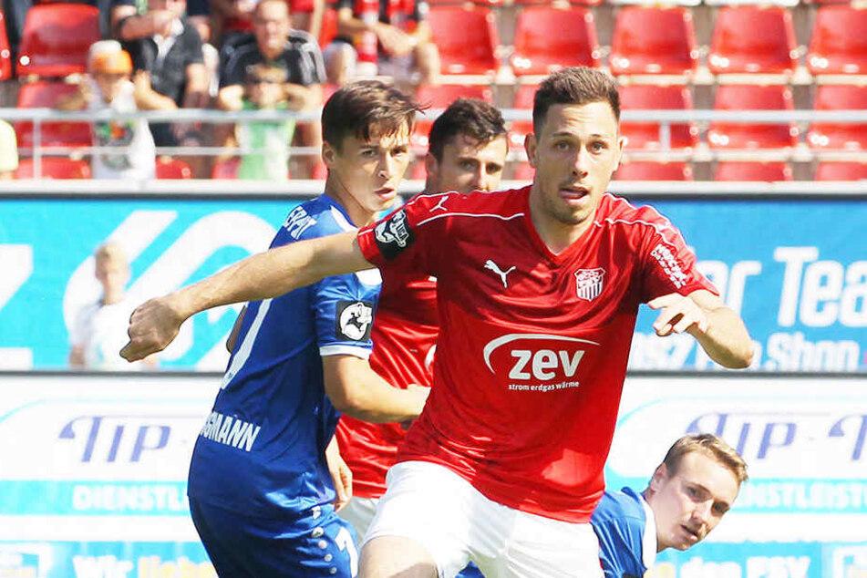 Torschütze Marcel Bär bei der 1:2-Hinspielpleite am Ball.