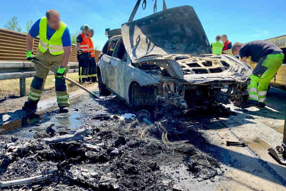 Der BMW brannte vollkommen aus.