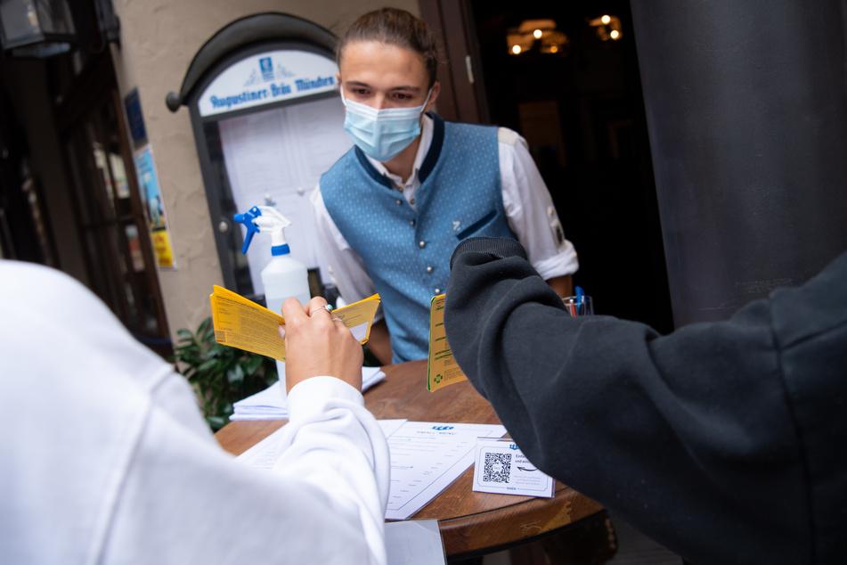Der Impfausweis als Eintrittskarte? Das könnte in Sachsen vielerorts zur Normalität werden.