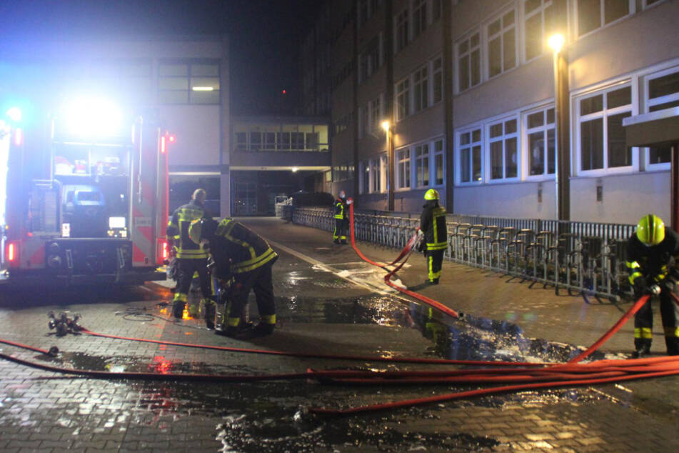 Frankfurt: Ofen fängt Feuer: Frankfurter Schule steht in Flammen