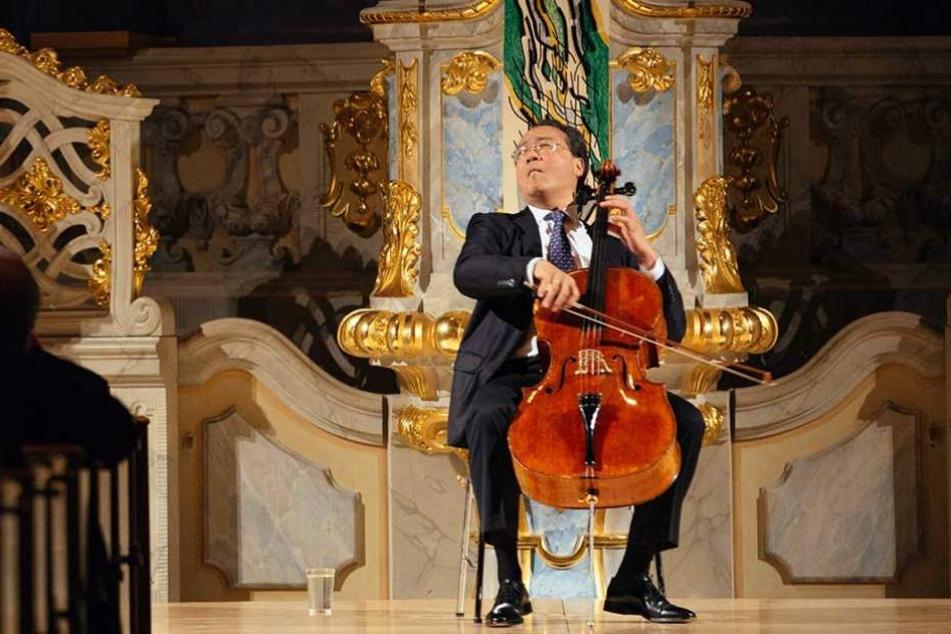 Yo-Yo Ma konzentriert beim Spiel. Sein Instrument ist ein Davidoff-Cello von Stradivari von 1712.