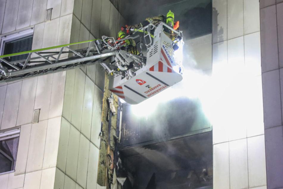 Was jetzt der Grund für die Flammen war ist bislang unbekannt.