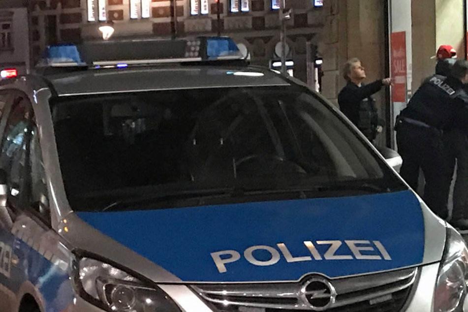 Die Polizei konnte die drei Täter festnehmen. Sie befinden sich wieder auf freiem Fuß.
