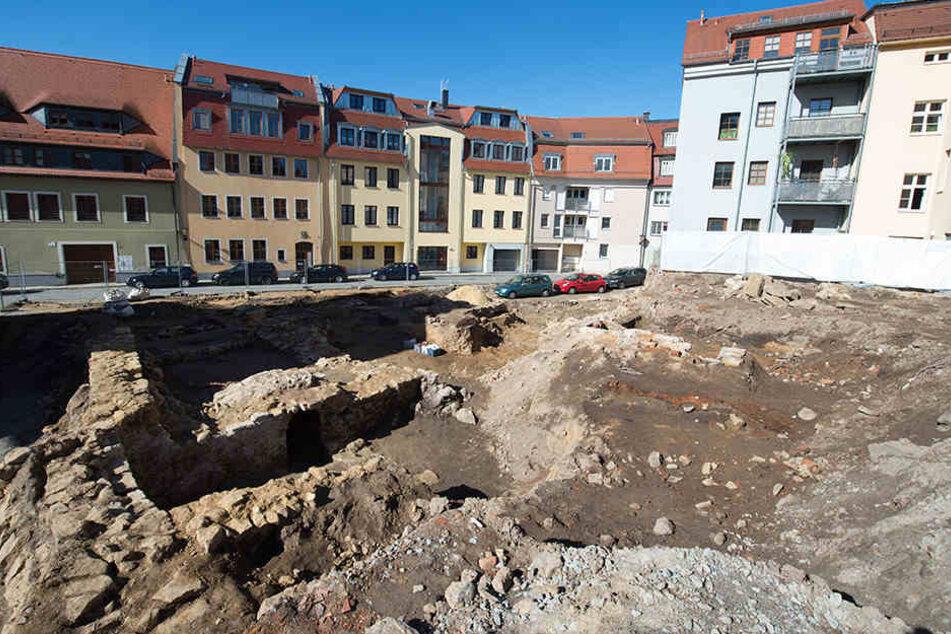 Auf der bislang als Parkplatz genutzten Fläche in der Bautzner Altstadt konnten Archäologen hunderte Einzelfunde aus der Slawenzeit bis in das 20. Jahrhundert bergen.