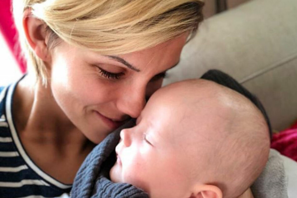 Schweren Herzens muss Anna-Maria Zimmermann ihren kleinen Sohn zu Hause lassen.