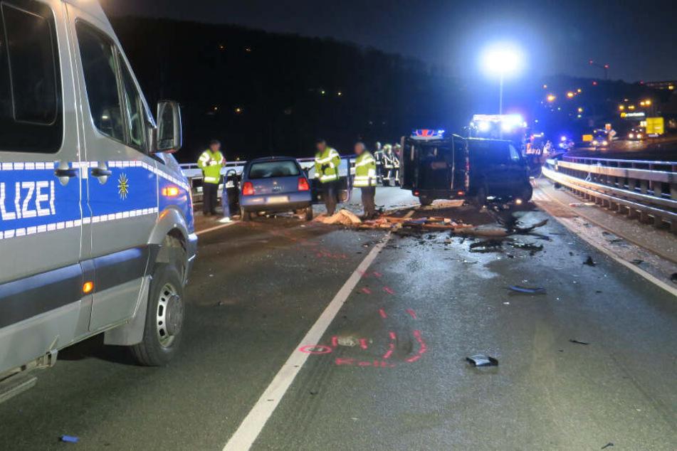 Vollsperrung auf Autobahnzubringer! Schwerer Crash mit sieben Verletzten