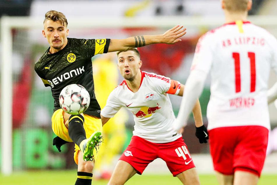 Maximilian Philipp (l.) kam vor allem in der Rückrunde unter BVB-Coach Lucien Favre nur noch selten zum Einsatz.