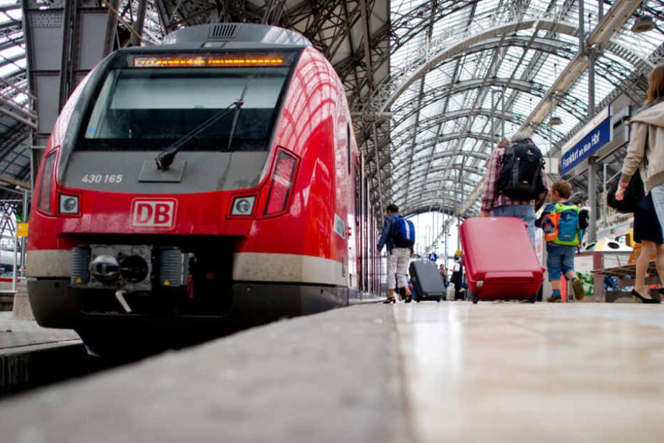 Erst im Zug sollen die Eltern bemerkt haben, dass die Kleinen fehlen (Symbolfoto).