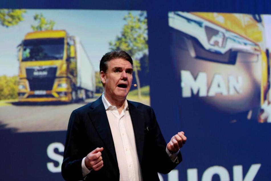 Joachim Drees, Vorstandschef von MAN bei der Vorstellung der neuen Flotte.