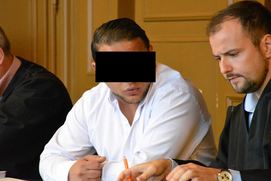 Der Serbe Hajrullah C. (29) soll zusammen mit mehreren Komplizen eine  Falkensteinerin erpresst haben.