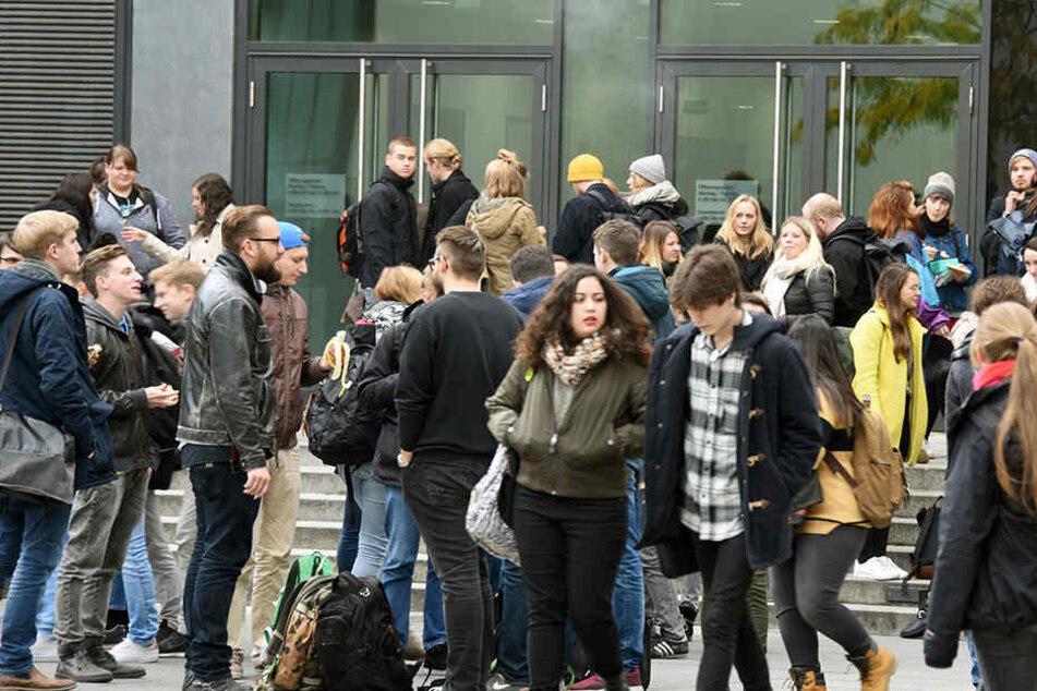 Leipzig und Dresden werden immer jünger. Grund dafür ist unter anderem der Zuzug junger Studenten aus Westdeutschland.