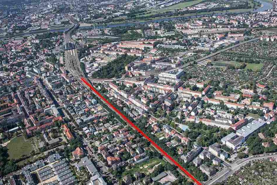 Wo das Neustädter Bahnhofsgelände endet (obenlinks), beginntder Dammweg (F.u.). Hier soll -parallel zu den Bahnschienen- die Radtrasse entlang führen.
