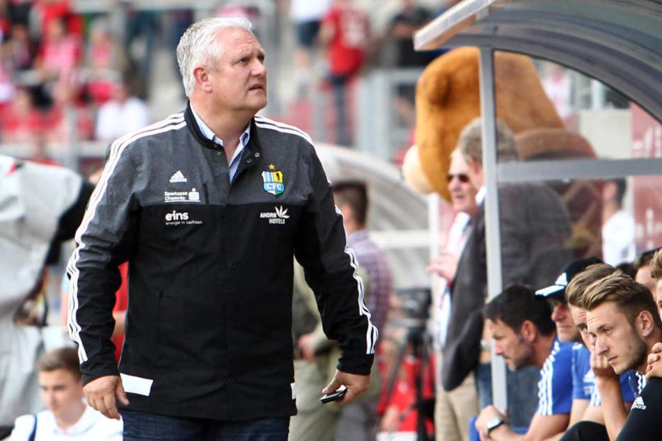 Zufriedenheit sieht anders aus: CFC-Sportdirektor Stephan Beutel hatte den Kader frühzeitig zusammen. Eingespielt präsentieren sich die Chemnitzer derzeit (noch) nicht.