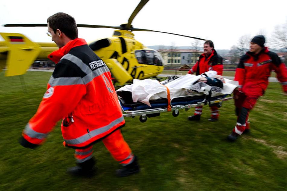 Drei Personen wurden per Rettungshubschrauber in Krankenhäuser gebracht. (Symbolbild)