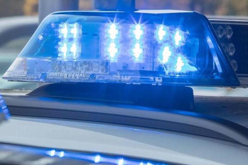 Ein Polizist schoss auf den mann, nachdem er sich gegen die Beamten wehrte. (Symbolbild)