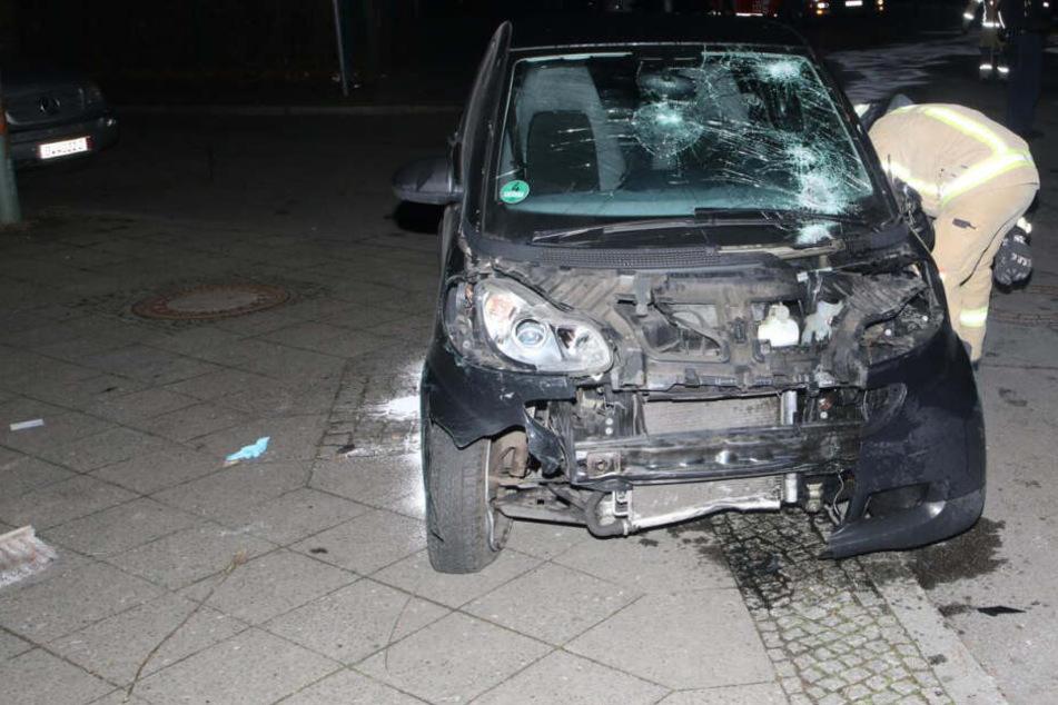 Ein Smart hatte Montagnacht einen schweren Unfall.
