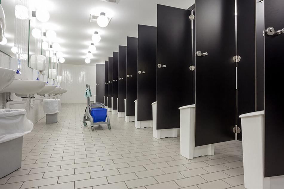 Frauen auf Toilette gefilmt: Polizei nimmt Video-Spanner fest!