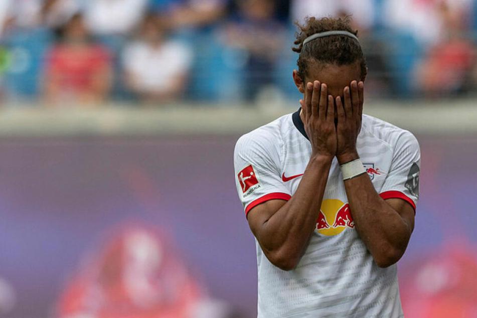 Trotz seines Treffers reichte es für RB Leipzig gegen Aston Villa nicht für einen Sieg vor heimischem Publikum. Yussuf Poulsen verdeckte sein Gesicht in beiden Händen.