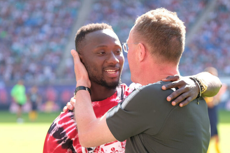 Letzte Umarmung mit Ralf Rangnick beim Abschiedsspiel von Dominik Kaiser Mitte Mai in der Red Bull Arena. Anschließend ging es für Naby Keita nach Liverpool.