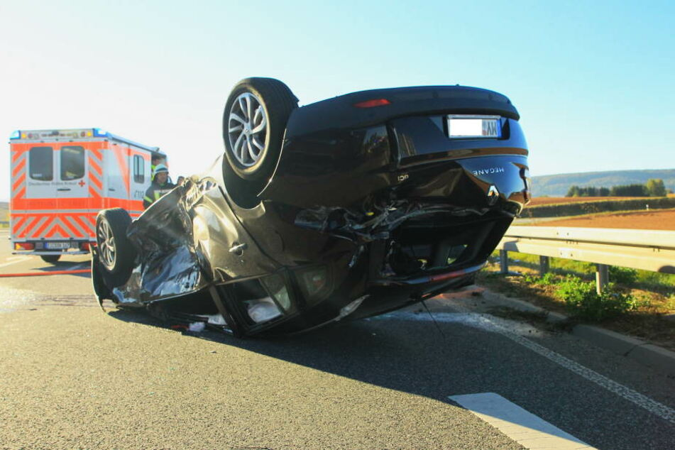 Das Auto überschlug sich nach dem Zusammenstoß.