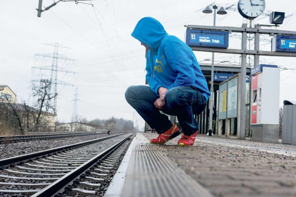 Familienvater René J. (40) aus Dresden kehrte zwei Tage nach der unfassbaren  Gewalttat an den Ort des Verbrechens zurück.