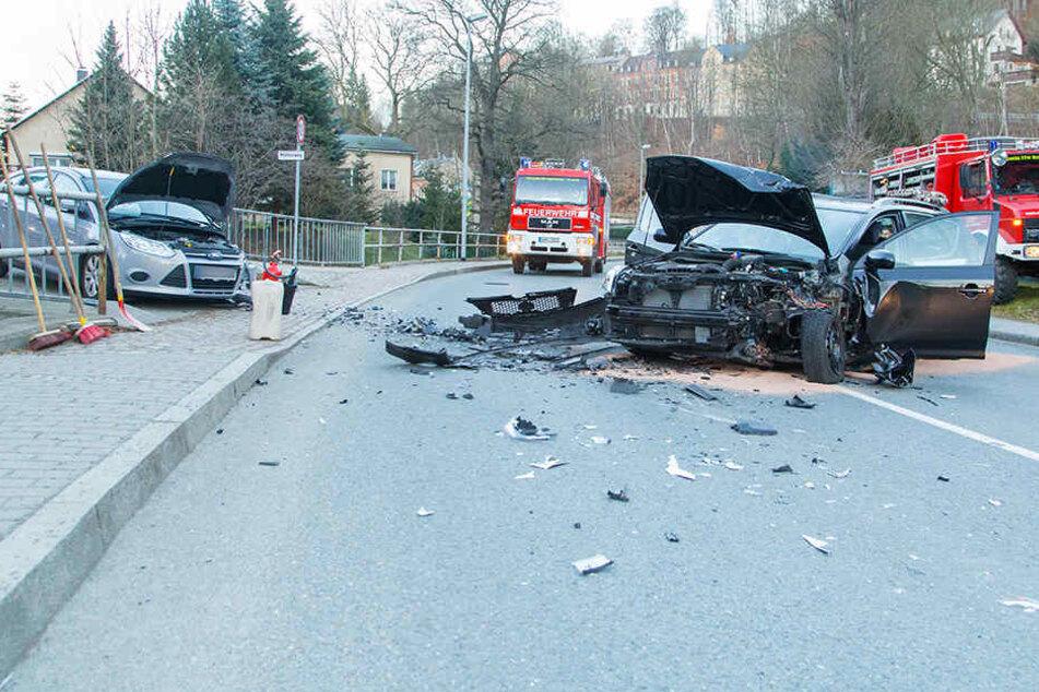 Schwerer Crash: Vier Verletzte, darunter 6-jähriges Mädchen