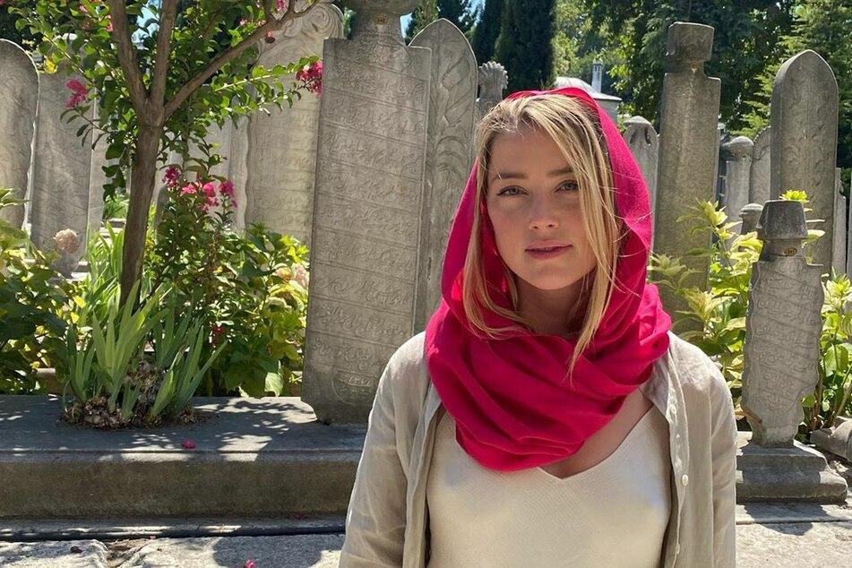 Ziemlich durchsichtig: So ging Amber Heard (34) auf Sightseeing-Tour durch die Moscheen Istanbuls.