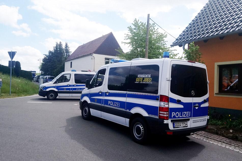 Mitte Mai durchkämmten Einsatzkräfte in Collm (Nordsachsen) das Anwesen von Philipp S. (45) - und wurden fündig.