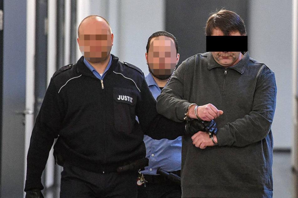 Steffen P. (45) sitzt seit der Bluttat in U-Haft, muss sich jetzt am  Landgericht Dresden verantworten.