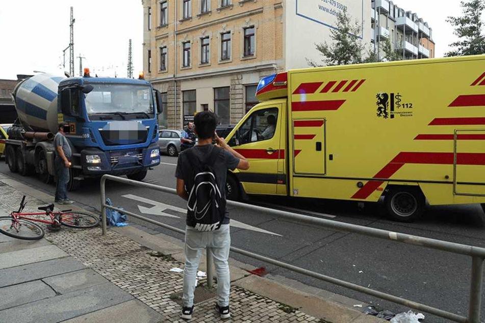 Radfahrer (19) auf Schweriner Straße von Lkw überfahren: Schwer verletzt