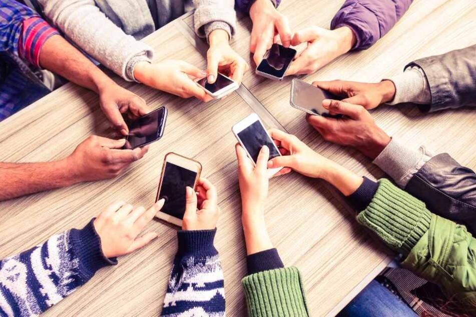 Gibt es bald ein Handyverbot an Höxters Schulen?