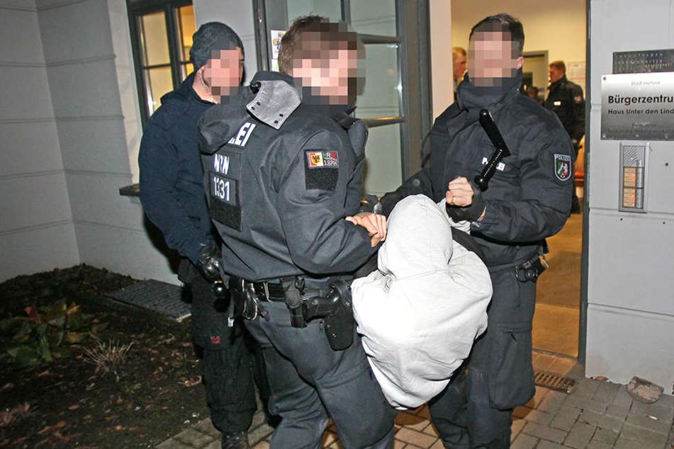 Äußerst brutal soll die Polizei gegen die Demonstranten vorgegangen sein.