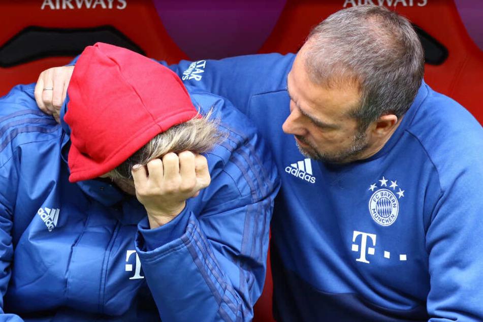 Nach der Niederlage gegen Hoffenheim nahm sich Hansi Flick Zeit für den unzufriedenen Javi Martínez. (Archiv)