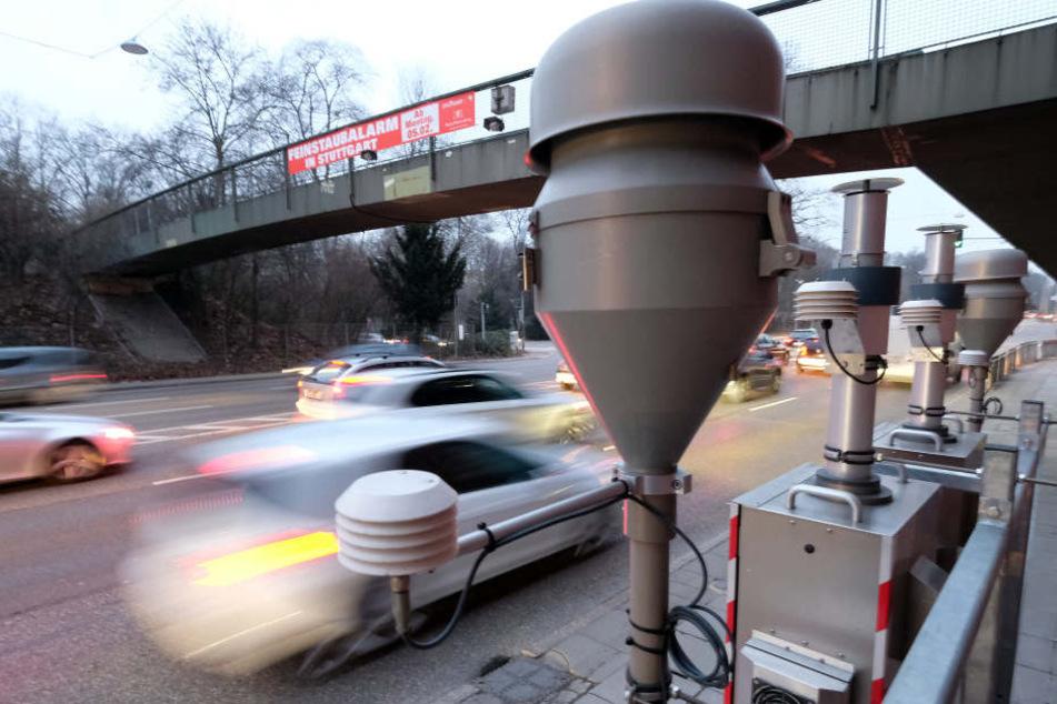 IAb Dienstag sollen Autofahrer auf den Bahnverkehr umsteigen.