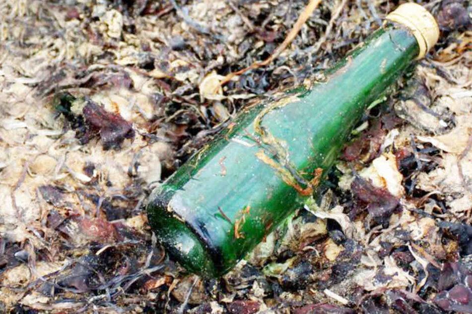 Ein 59-Jähriger hat die Flaschenpost an einem einsamen Strand auf der Insel Korsika gefunden. (Symbolbild)