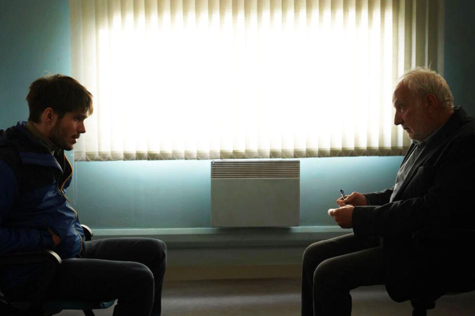Remy (l., Francois Civil) wird nach einem Schwächeanfall zum Psychologen J. B. Meyer (Francois Berleand) geschickt.