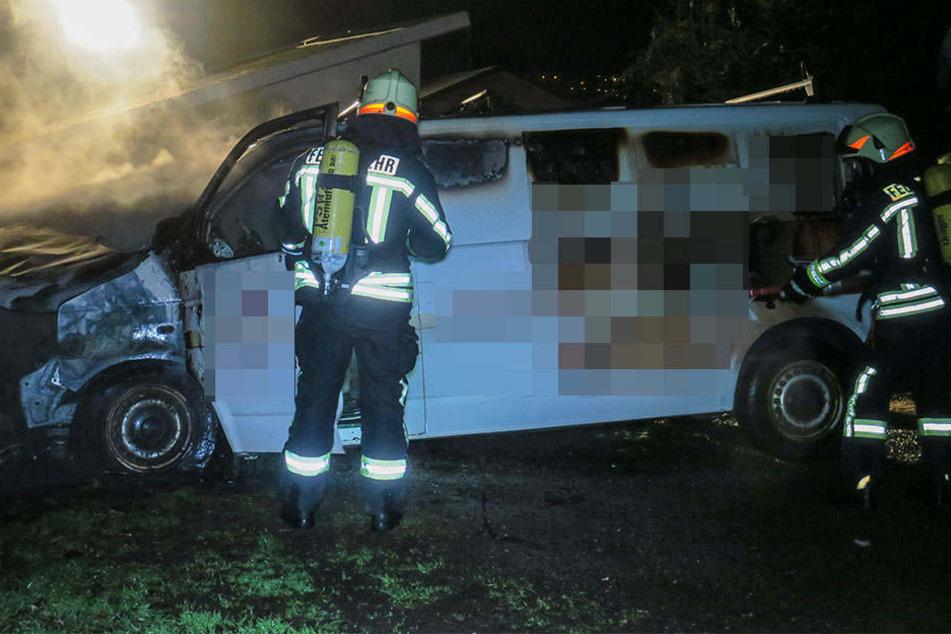 Ein Übergreifen der Flammen auf das gesamte Fahrzeug konnte verhindert werden.