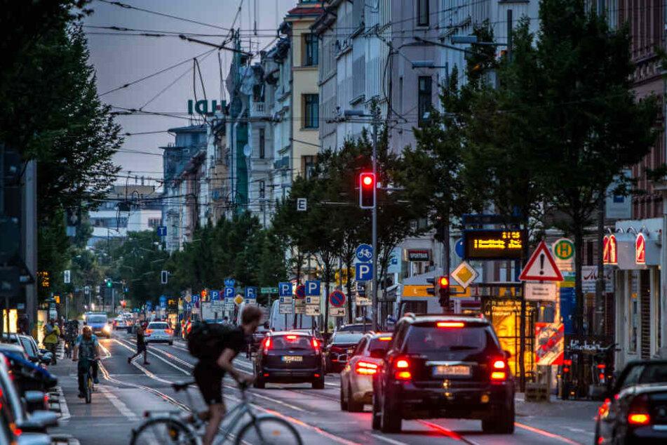 Pkw- und Straßenbahnfahrer müssen sich auf eine längere Sperrung der Eisenbahnstraße einstellen.