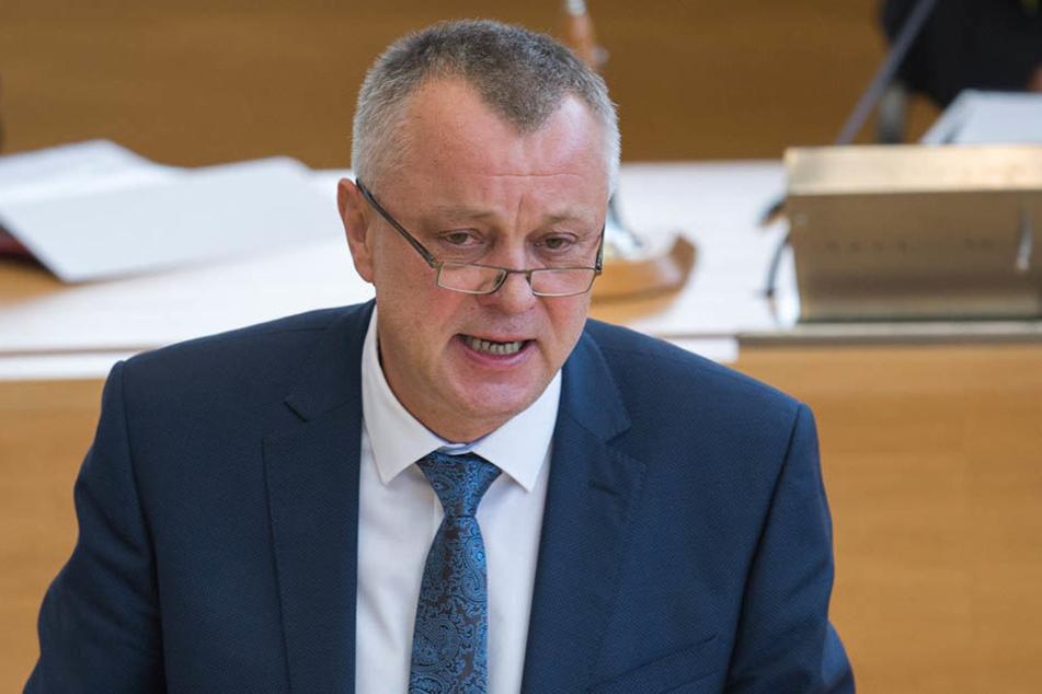 Der neue Kultusminister Frank Haubitz (59, parteilos) hat mit seinem Vorstoß viele gegen sich aufgebracht.