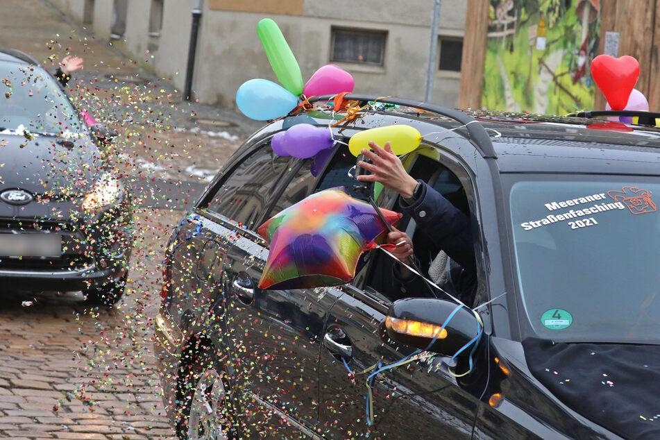 Weil der Straßenumzug abgesagt wurde: Diese Narren feiern Fasching im Auto