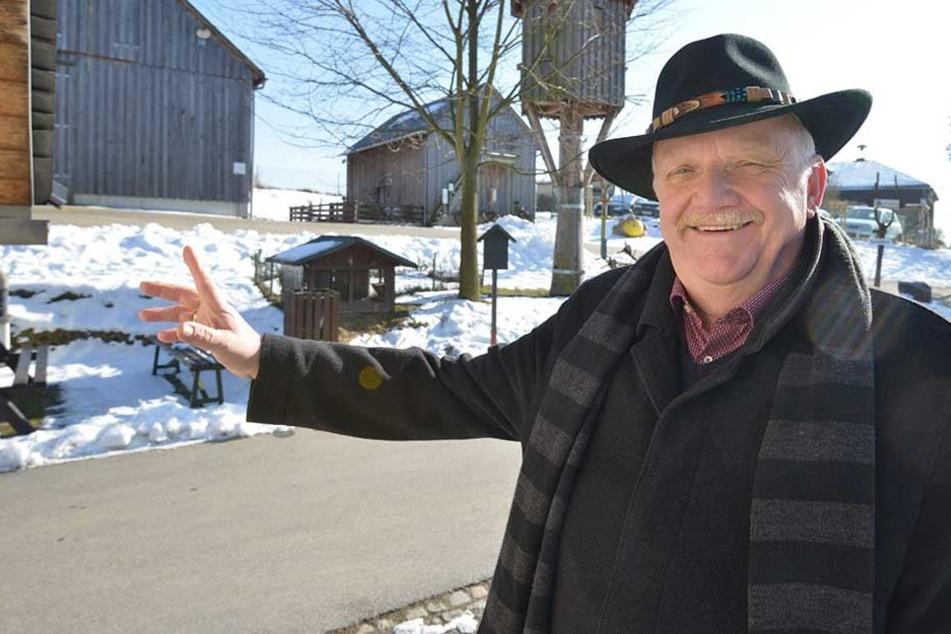 Bürgermeister Joachim Rudler (66, CDU) ist von der Bienen-Idee begeistert. So können bald unter anderem Kinder im Zoo Honig ernten.
