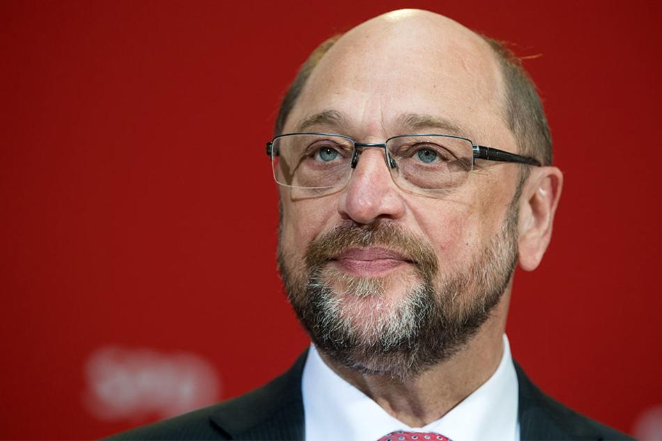 SPD-Kanzlerkandidat Martin Schulz hat von Berlin aus der CDU zum Wahlsieg in NRW gratuliert.