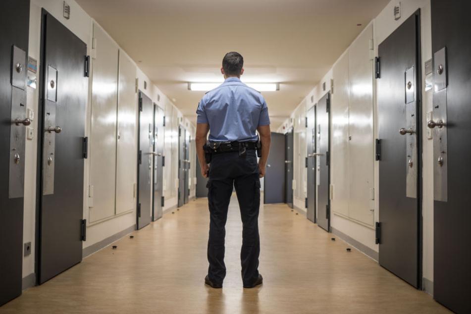 Auch gegen Justizvollzugsbeamte treten Gewaltübergriffe vermehrt auf.