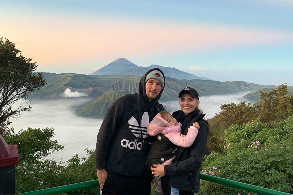 Bilderbuchfamilie vor Bilderbuchaussicht: Indonesien gefällt den Leistners prima.