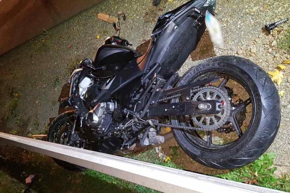 Heftiger Unfall auf A72: Motorradfahrer kracht in Transporter