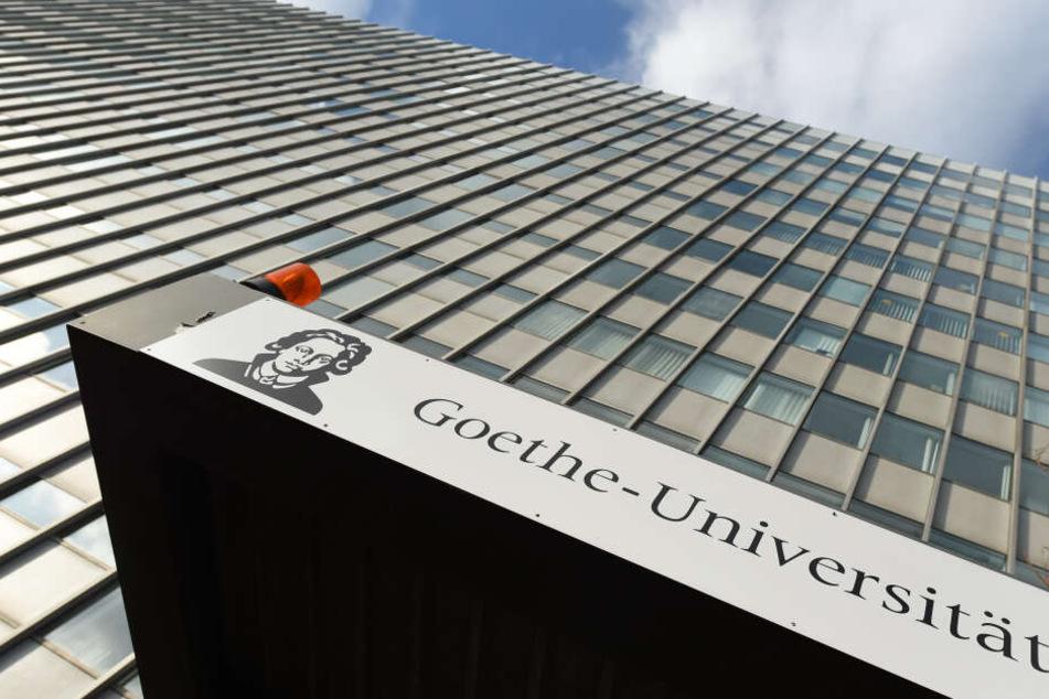 Brand in Universitäts-Bibliothek: Feuerwehr mit Großaufgebot im Einsatz